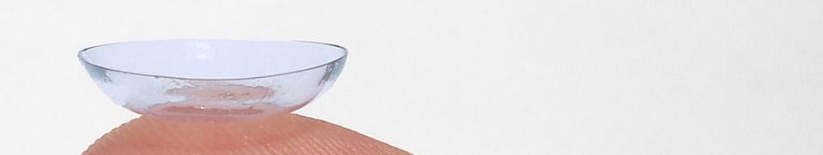 lentille posée sur un doigt